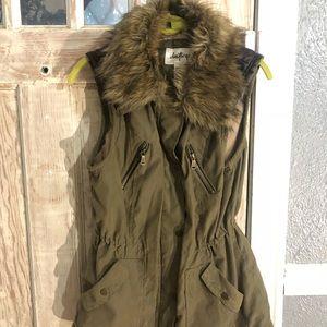 Daytrip army green zip up vest